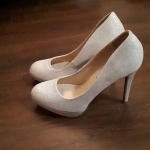 Le chateau size 7 white sparkle heels